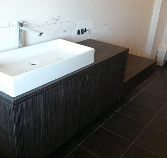 badkamer-formica-houtstructuur-t-en-t-exterieur-interieur