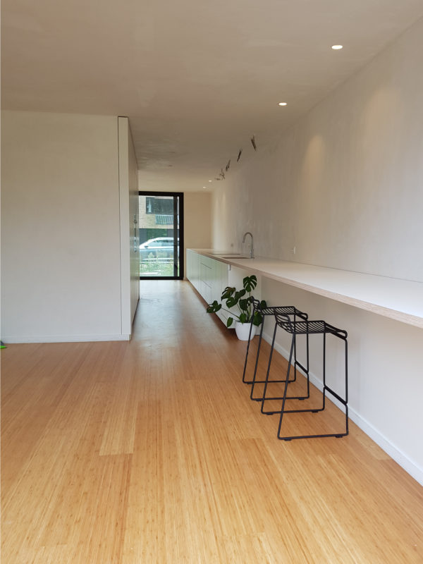 omslagfoto-keuken-witte-formica-Sint-Amandsberg-t-en-t-exterieur-interieur